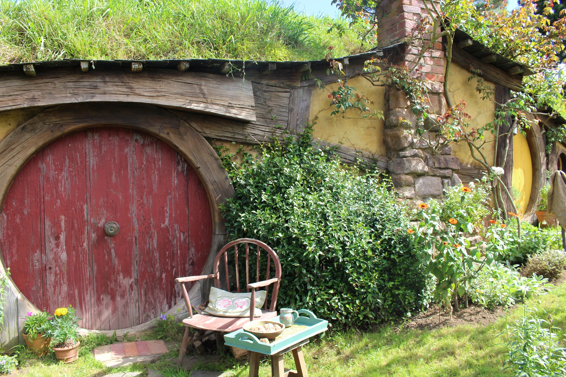 hobbiton-1586978_1920
