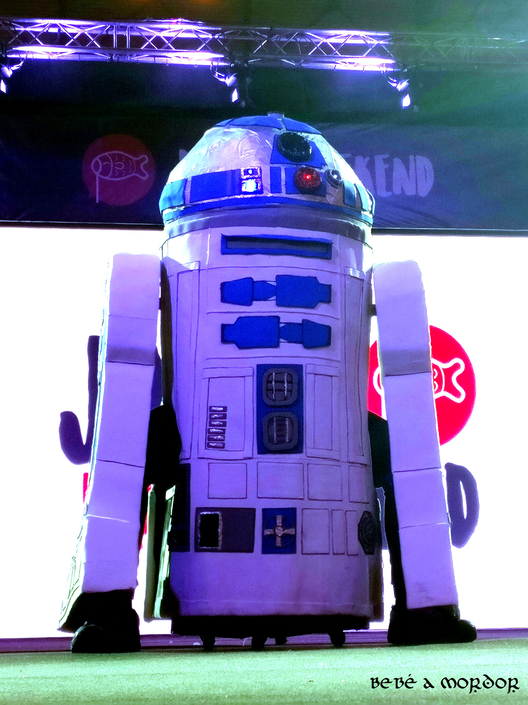 r2d2-lizzy-cosplay-infantil-japan-weekend-2017